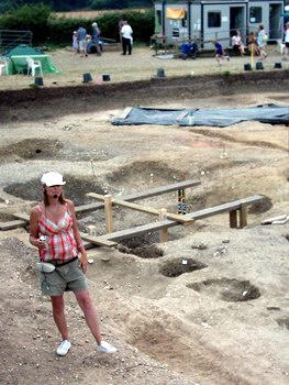 An archaeologist explains progress on the dig